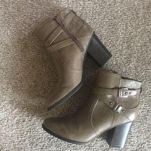 UNISA  Booties   Size 8  NWOT